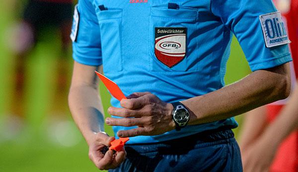 Fussball Unterhaus Ohrfeige Rauferei Spielabbruch In