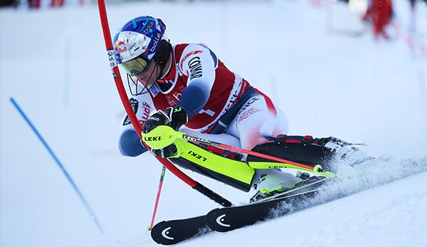 Herren Slalom Dg 1 Val D Isere Pinturault Fuhrt Souveran Matt Funfter