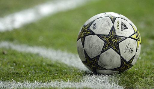 Uefa Exekutivkomitee Stimmt Platinis Idee Zu